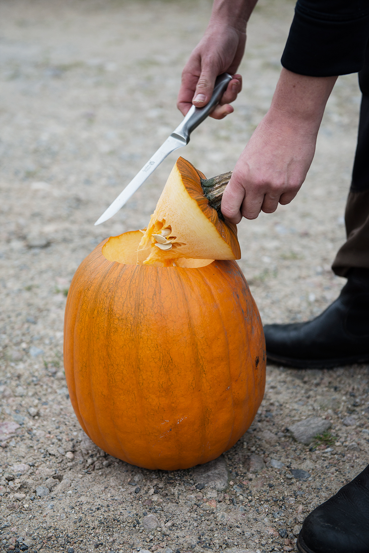 Men att skära ut din egen Halloweenpumpa är inte så lätt – eller  Homespo  besökte Brinkagården och fick ta del av deras bästa knep till hur de enkelt  och ... 7b6f386c9aacd